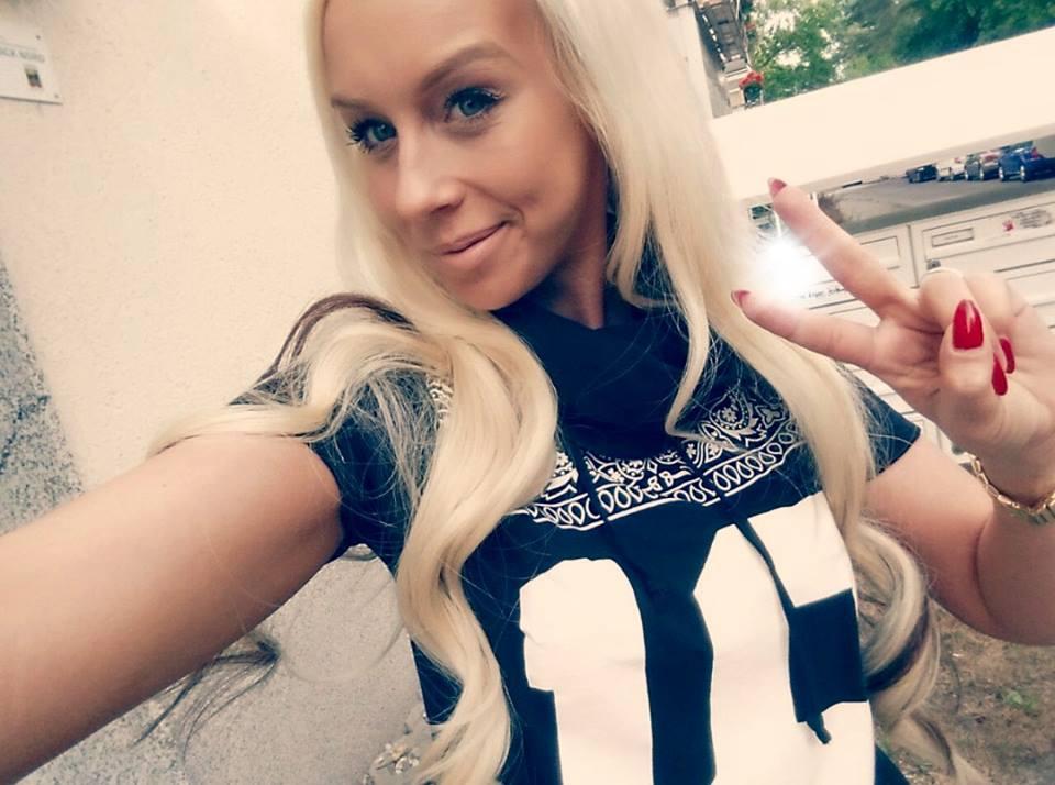 Privat die Möse und Maulfotze von Anni Angel gestopft