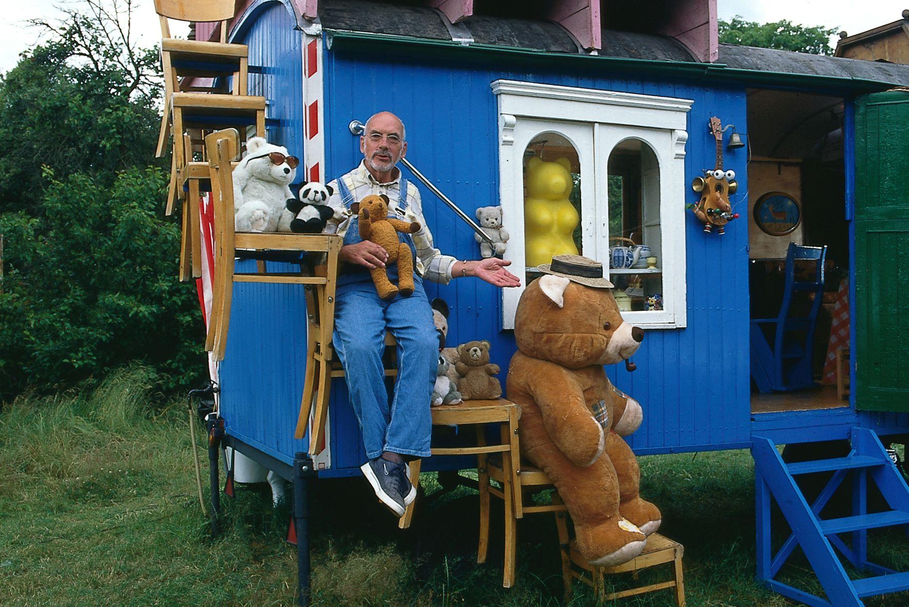 eine ber hmtheit der wohnwagen von peter lustig peter lustig. Black Bedroom Furniture Sets. Home Design Ideas