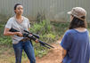 Rosita (Christian Serratos) und Sasha (Sonequa Martin-Green) - The Walking Dead _ Season 7, Episode 13