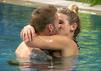 Saskia Atzerodt und Christian Rauch küssen sich innig.