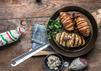 Gewinnt 2 x 1 Paket Salamispezialitäten mit BBQ-Smoker-Grill von Pick!