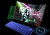 Ein futuristischer Curved Gaming Monitor mit Tastatur im Neon-Look