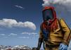 Rust Spielfigur in gelbem Strahlenschutzanzug