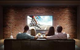 Familie schaut Fernseher