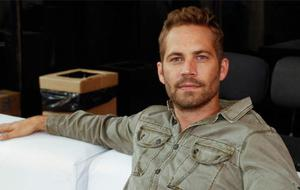 Paul Walker in einem Appartement