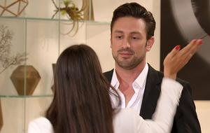 Der Bachelor bekommt eine Ohrfeige von Yeliz