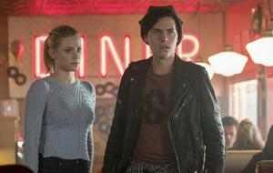 Riverdale Betty (Lili Reinhart) und Jughead (Cole Sprouse)