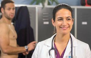 Die jungen Ärzte: Was geht da zwischen Leyla und IHM? | Verdächtiges Foto