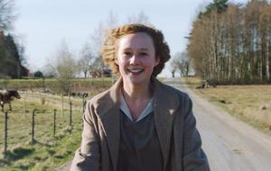 Alba August als junge Astrid