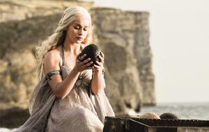 Daenerys Targaryen (Emilia Clarke) Game of Throens Dracheneier
