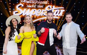 "DSDS Finale: Die vier ""DSDS""-Finalisten. V.l.: Chiara D'Amico, Paulina Wagner, Joshua Tappe und Ramon Kaselowsky-Roselly"
