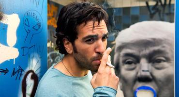 Fack Ju Göhte 3: Zeki (Elyas M'Barek) braucht mal 5 Minuten Pause. Aber Rauchen ist schlecht für die Gesundheit, so sad.