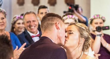 Hochzeit von Sarafina Wollny und Peter Heck - 1. Kuss als Eheleute