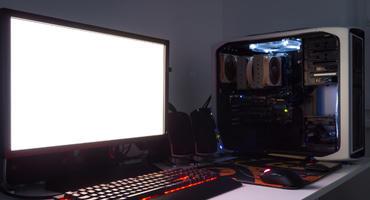 Gaming-PC Set auf dem Schreibtisch