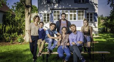 """Patchwork-Wahnsinn """"Bonusfamilie"""": Schauspielerin Inez Bjørg David im Interview"""