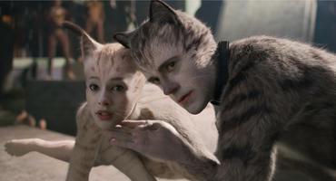"""Francesca Hayward und Robert Fairchild als animierte Katzen in einer Szene aus der """"Cats""""-Verfilmung"""