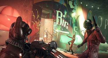 Szene aus Deathloop: Die Spielfigur lädt in Ego-Perspektive ein Nägel verschießendes Druckluftgewehr nach. Mehrere Gegner stehen in Alarmbereitschaft herum. Es ist Abend, Leuchtreklamen erhellen die Nacht.