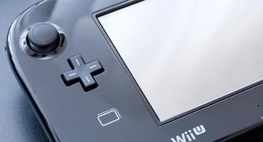 Nintendo Wii U liegt auf einer blauen Fläche