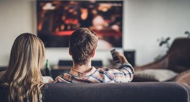 OLED- oder QLED-Fernseher machen das Wohnzimmer zum Heimkino.