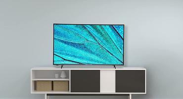 Ein Smart-TV 65 Zoll im Wohnzimmer.