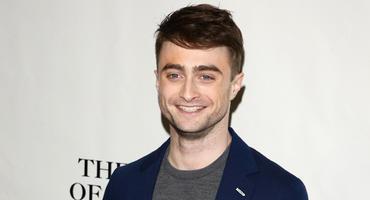 Kaum wiederzuerkennen: Daniel Radcliffe wird zum Nazi mit Glatze!