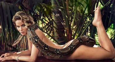 Jennifer Lawrence nackt mit Boa