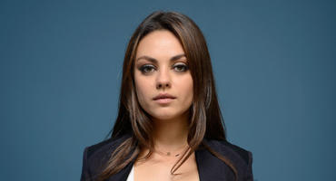 """Mila Kunis bei """"Two and a Half Men"""""""