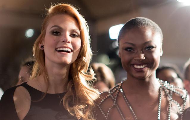 GNTM Kandidatinnen Leticia Wala-Ntuba und Lynn Petertonkoker auf der amfAR-Gala in New York