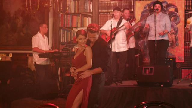 Sebastian und Kattia tanzen