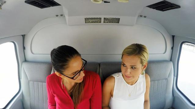 Silvana und Sabrina im Helikopter