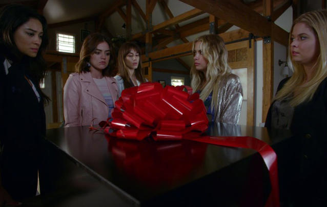 Pretty Little Liars Folge 151 Playtime