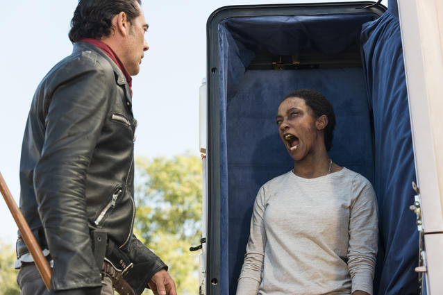 Sonequa Martin-Green als Sasha Williams, Jeffrey Dean Morgan als Negan - The Walking Dead - Staffelfinale