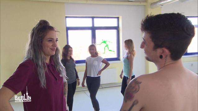 BTN: Jannes zeigt sich nackt im Fitness-Studio