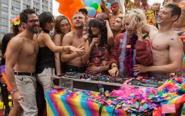 """Während der """"Sense 8"""" Dreharbeiten küsste Max Riemelt seinen Schauspielkollegen Brian J. Smith (rechts). Foto: Netflix"""