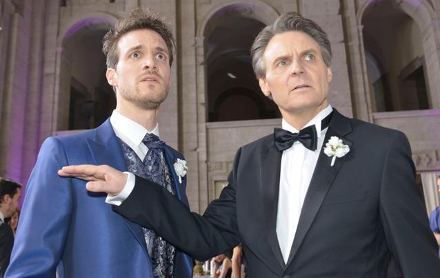 Obwohl Jo Gerner (rechts) weiß, dass Felix der Schuldige ist, will er ihm helfen, Chris in Misskredit zu bringen. Foto:  RTL / Rolf Baumgartner