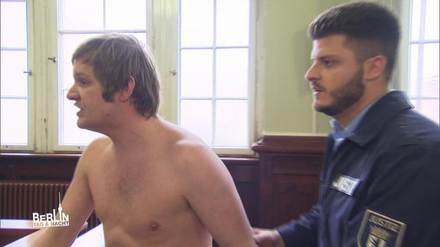 BTN: Im Gerichtssaal protestiert Ole nackt