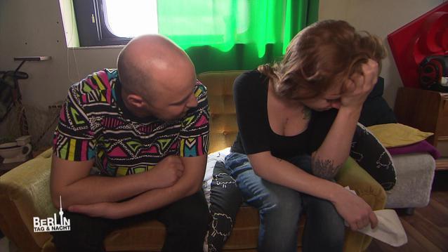 Emmis Vater kritisiert Emmi wegen des Shootings und Baby Ben