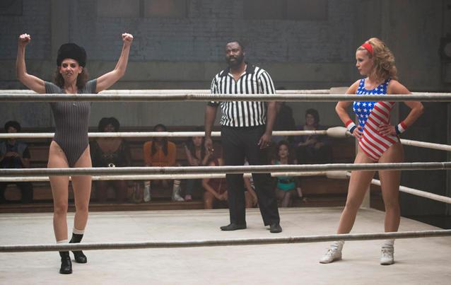 Alison Brie (links) und Betty Gilpin werden in GLOW innerhalb und außerhalb des Rings zu erbitterten Konkurrentinnen. Foto: Netflix