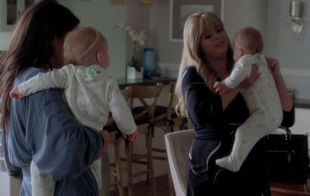Emily und Alison haben Zwillinge bekommen. Foto: Freeform