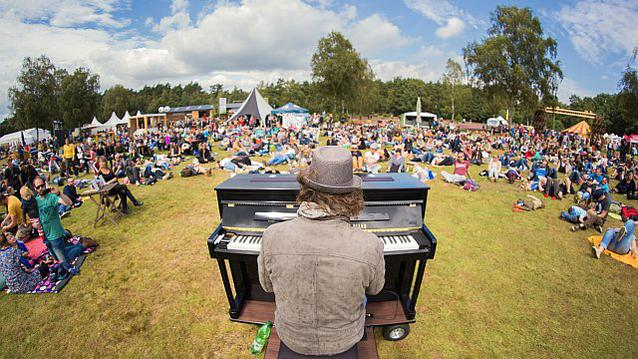 A Summer's Tale Travelling Piano