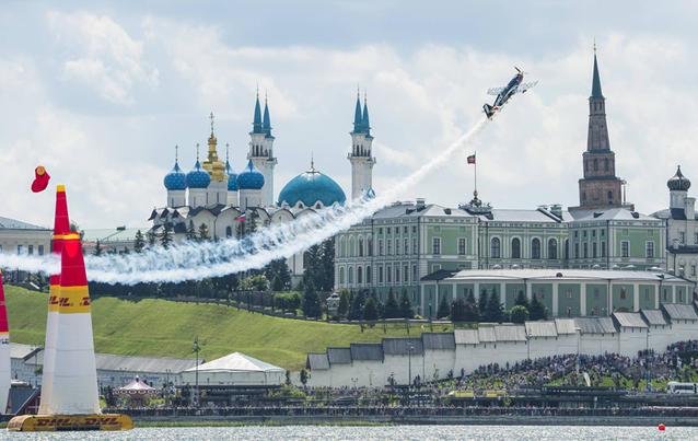 """Wie hier in Kazan findet jedes """"Red Bull Air Race"""" vor einer atemberaubenden Kulisse statt. Foto: Armin Walcher / Red Bull Content Pool"""