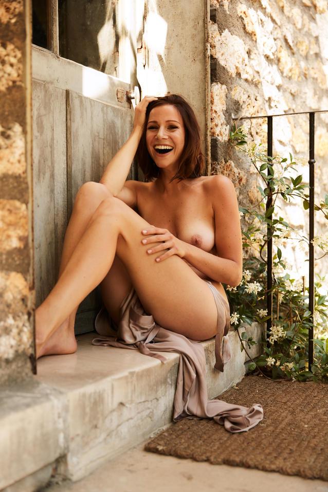 Alarm für Cobra 11: Katrin Heß mit Schamhaar nackt im Playboy