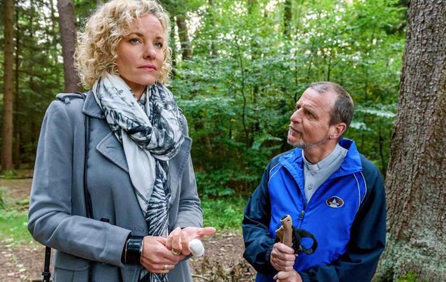 Natascha sucht Rat bei Pfarrer Rimpel