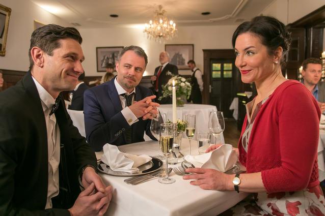 """""""Die Rosenheim-Cops""""-Weihnachtsspecial: Miriam Stockl (Marisa Burger, r.) verliebt sich in Maximilian Kranich (Andreas Kiendl, l.)"""