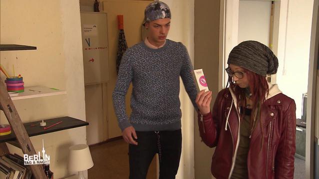 BTN-Nik & Cosima: Schwangerschaftstest