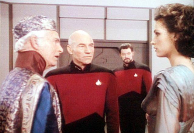 """Tim O'Connor als Botschafter Briam in """"Star Trek - Das nächste Jahrhundert / Eine hoffnungslose Romanze"""""""