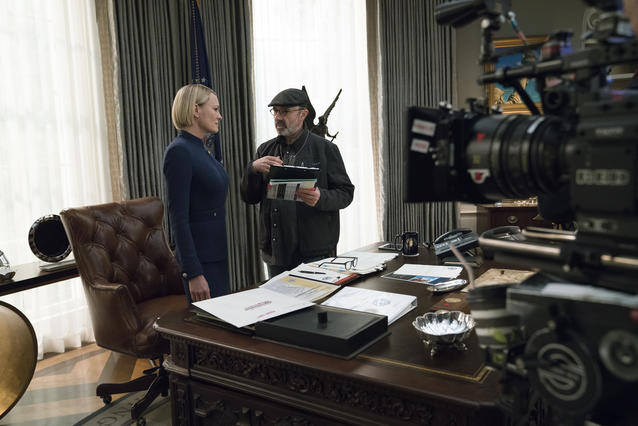 Golden-Globe-Gewinnerin Robin Wright bei der Arbeit /Netflix