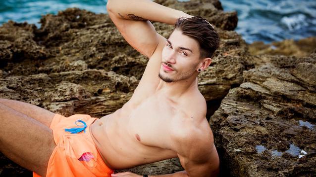 Adnir Love Island