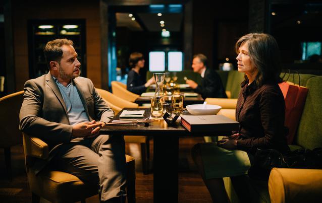 """""""Die Protokollantin"""": Jo Jacobi (Moritz Bleibtreu) und seine Schwester Freya Becker (Iris Berben) haben ein zwiespältiges Verhältnis"""