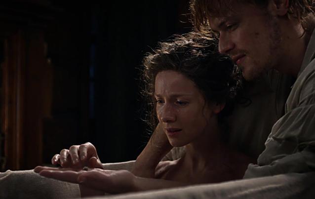 Outlander-Staffel 4: Jamie überreicht Claire Ehering